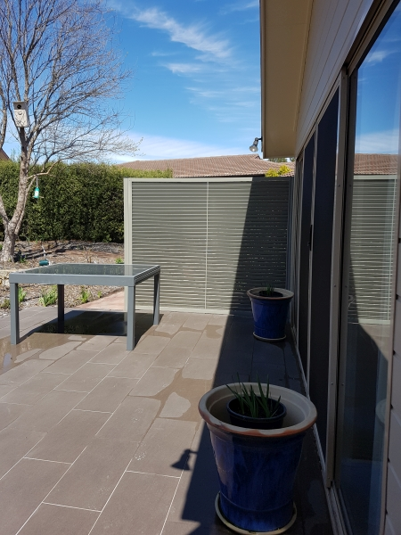Aluminium louvre privacy screen