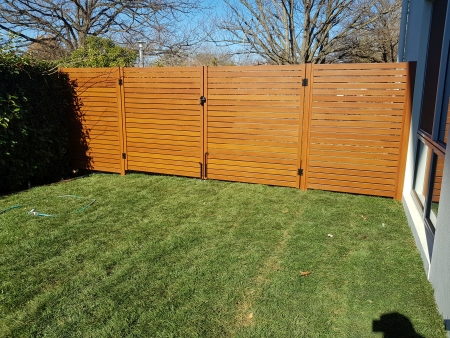 Aluminium timber look double gates